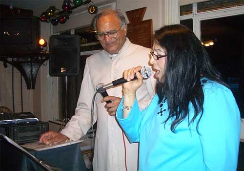 Encouraging a participant in singing karaoke style