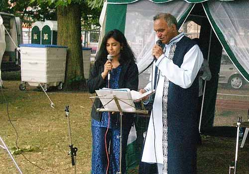 Glimpse of Karaoke singing Rahi Bains at the Southampton Mela