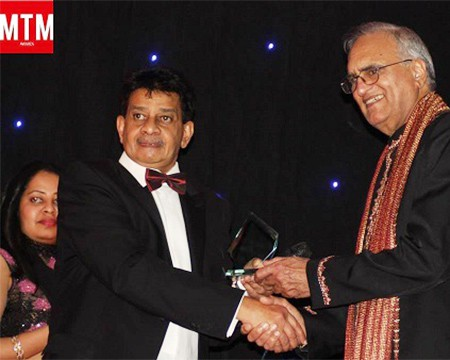 Mr. Abdul Sheikh of Radio Mast presenting to Rahi Bains the Big Q Media Appreciation (MTM) Award for Outstanding Contribution to The Music Industry - Bristol 2014.