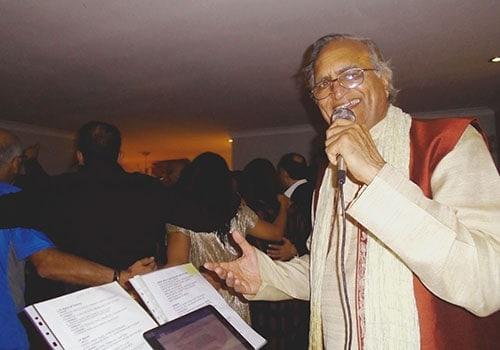 PAKISTANI - BOLLYWOOD KARAOKE PARTY SINGING - Rahi Bains