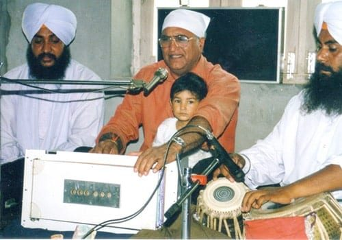 Rahi-Bains-singing-Birmingham-Gurudwara